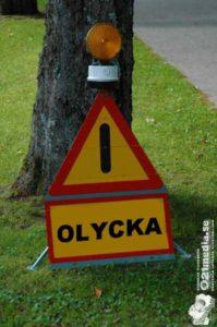 En trafikolycka har inträffat Norra Skjutbanegatan / Norrleden mellan en mopedist och en cyklist. Cyklisten avförd medvetslös i ambulans, ådrog sig bl a skallskador. Mopedisten, en 48-årig man, även han fördes i amublans till akuten i Västerås. Mopedisten misstänks för drograttfylleri och prover kommer att tas.   Foto: 021media.se/ARKIVBILD