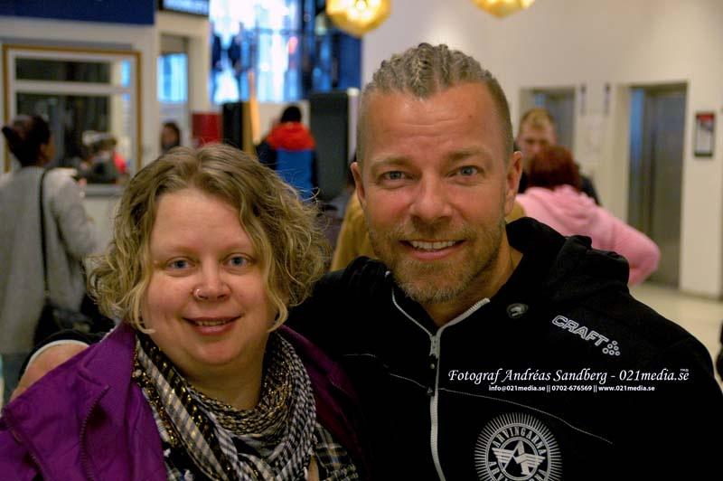 021medias reporter Izabella tillsammans med Arvingarnas Casper Janebrink