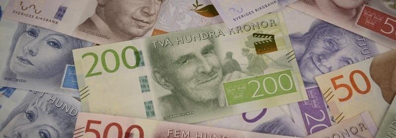 Samlingsbild med de nya sedlarna med 200 kronorssedeln i centrum