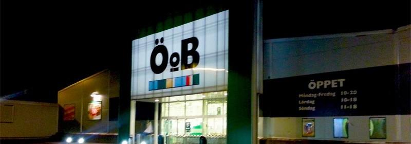 Rån mot ÖoB:s butik på Erikslund strax före stängning. Gärningsmannnen var maskerad och beväpnad med kniv.