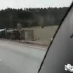 2017-04-14: Lastbil i diket på E18