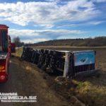 2018-04-26: Lastbil i diket på länsväg 671